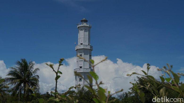 Mercu suar di Pantai Wailulik, Kobalima, Malaka, NTT