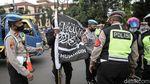Polisi Hadang Massa Aksi 1812 di Pasar Jumat