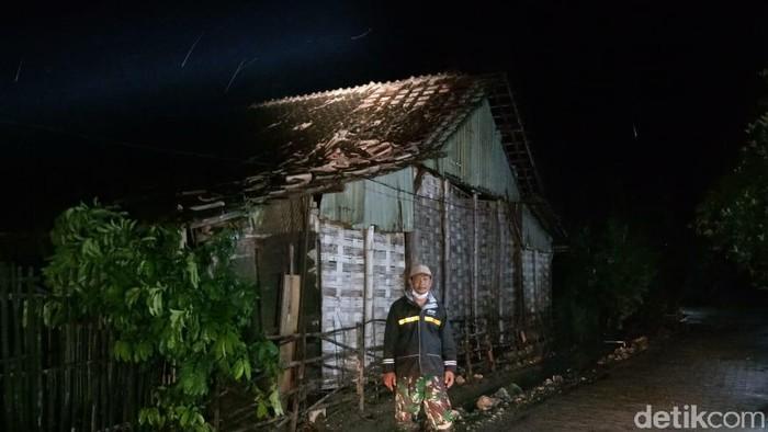 Puluhan Rumah di Lamongan Rusak Diterjang Hujan Deras Disertai Angin Kencang,