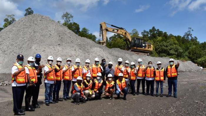 Sebanyak 4.000 ton materi tailing dikirim ke Kabupaten Merauke, Papua, untuk digunakan dalam pembangunan jalan dan fasilitas umum.