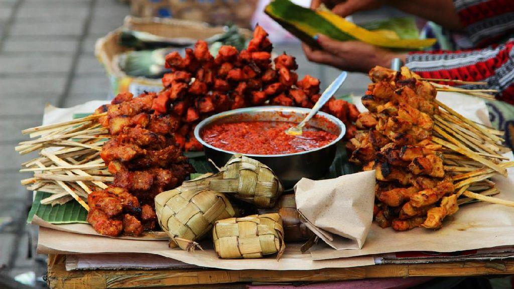 Tradisi Ngejot di Bali, Masyarakat Saling Antar Makanan Saat Natal