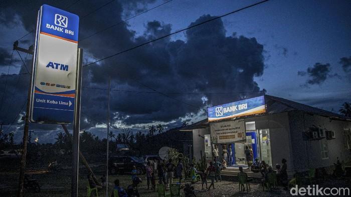 BRI menjadi salah satu bank yang ditunjuk untuk menyalurkan bantuan produktif usaha mikro (BPUM). Hampir setiap harinya, BRI kantor cabang Kobalima melayani masyarakat untuk mengambil bantuan.