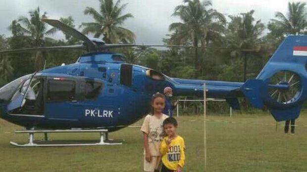 Helikopter mendarat darurat di lapangan sepakbola, di Soppeng, Sulsel