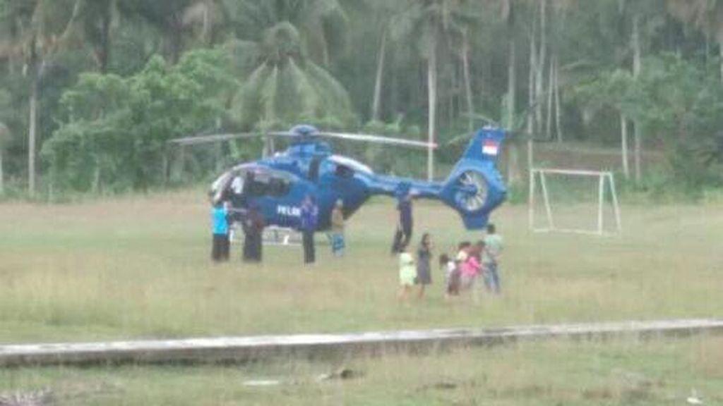 Cuaca Buruk, Helikopter Ini Mendarat Darurat di Lapangan Sepakbola Warga