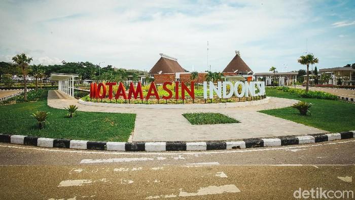 Berkunjung ke Kabupaten Malaka, NTT, belum lengkap rasanya jika tak singgah PLBN Motamasin. Pos yang menjadi pintu gerbang Indonesia dan Timor Leste ini memang menjadi bangunan termegah di Malaka.