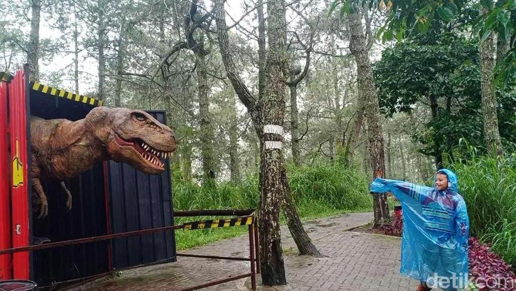 Ada Pesan Tersirat dalam Pertunjukan Dinosaurus yang Sempat Viral