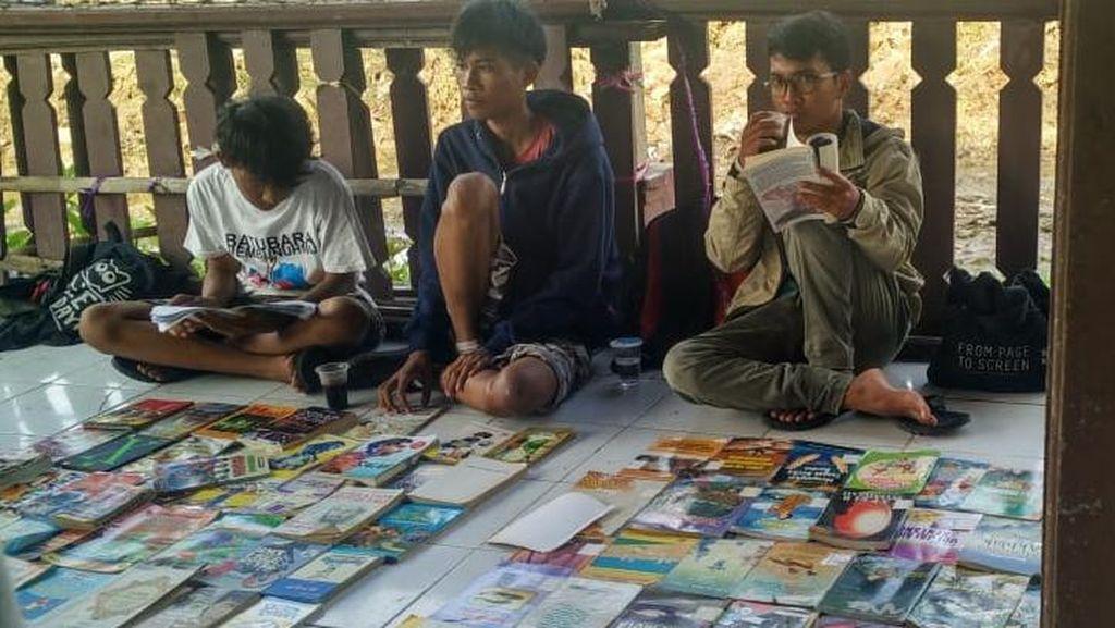Balada Emperan Pustaka, Gerakan Literasi Ngemper Ala Pemuda Jatibarang