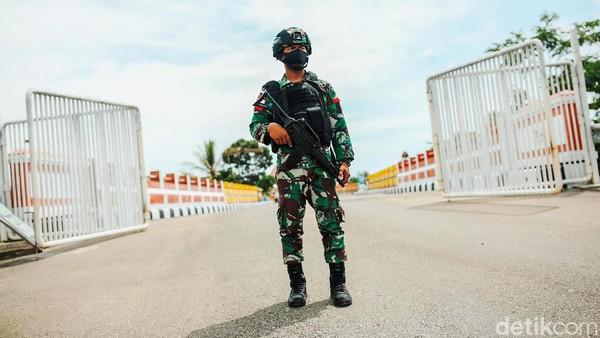 Penjagaan PLBN Motamasin dilakukan oleh TNI.