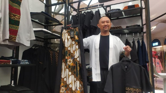 Ronal Surapradja buka bisnis pakaian