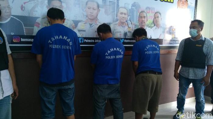 3 calo rapid test di Stasiun Pasar Senen (Adhyasta Dirgantara/detikcom)