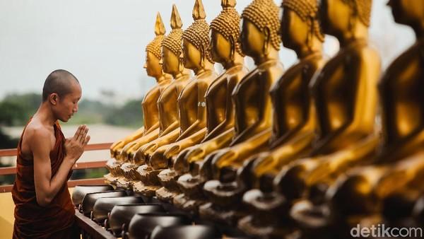Vihara yang memiliki luas area sebesar 2.142 meter ini dibangun dengan desain seperti vihara-vihara yang ada di Thailand.