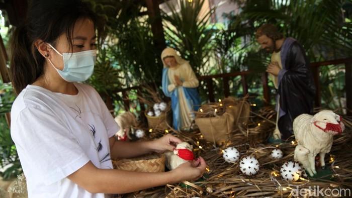 Sejumlah gereja di Jakarta mulai bersolek menjelang perayaan Natal. Salah satunya adalah Gereja Theresia. Seperti apa persiapan Natal di sana?