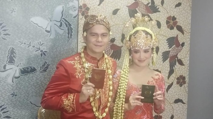 Handika Pratama dan Rosiana Dewi menikah.