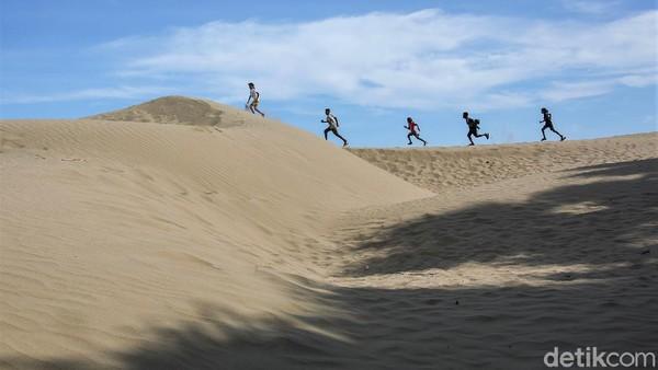 Saat berkunjung ke Pantai Oetune wisatawan dapat merasakan seakan-akan tengah berada di tengah gurun.