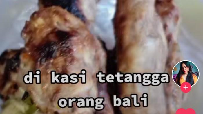 Ragu Makan Sate Lilit Pemberian Orang Bali, Wanita Ini Banjir Kritik Netizen