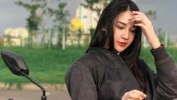 Anya Geraldine, Antara Motor Skutik dan SIM C yang Bikin Netizen Salfok