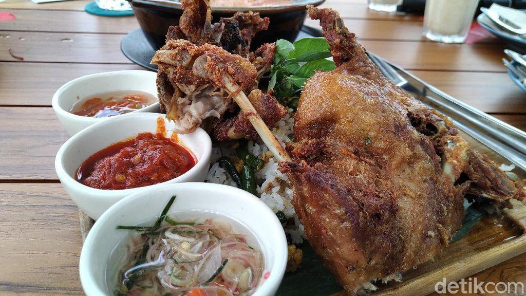 GIOI : Sedapnya Bebek Goreng Premium dan Lodeh Salmon di Resto Instagramable