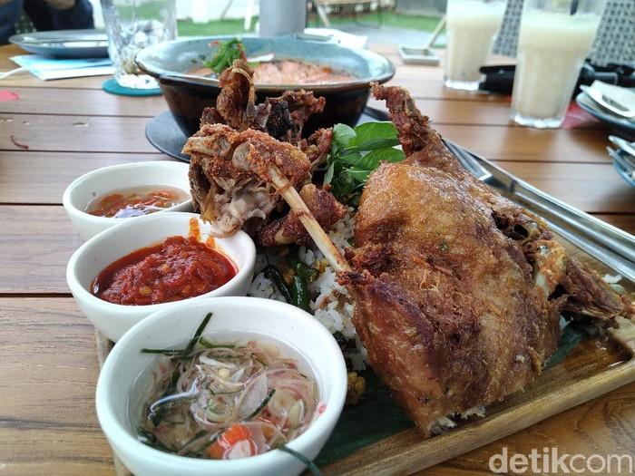 GIOI : Santap Bebek Goreng Premium dan Lodeh Salmon di Resto Instagramable