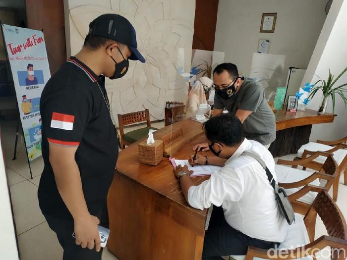 Hotel di Lombok Barat, NTB, kedapatan menggunakan gas elpiji 3 kg (Faruk/detikcom)