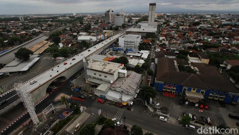 Flyover atau jalan layang Purwosari Solo, Jawa Tengah, mulai bisa dijajal Senin (21/12) menggunakan kendaraan masyarakat seiring dengan uji coba yang dilakukan Pemerintah Kota Surakarta.