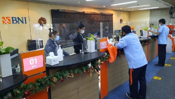 Jelang libur Natal dan Tahun Baru 2021, PT Bank Negara Indonesia (Persero) Tbk (BNI) tetap mengaktifkan secara terbatas 201 kantor cabang