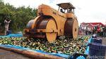 Jelang Nataru, Ribuan Botol Miras Dimusnahkan di Bandung