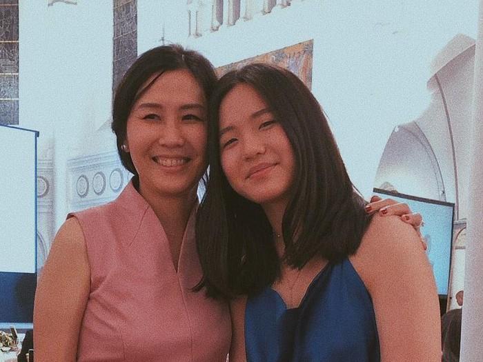 Nathania Zhong