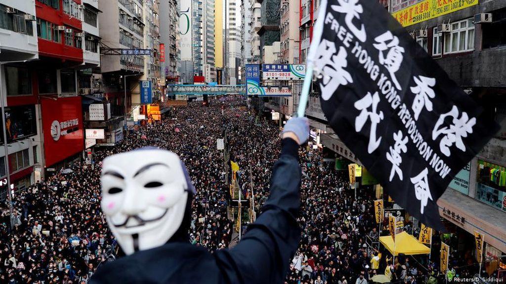 Pengadilan Hong Kong Tetapkan Larangan Pemakaian Topeng