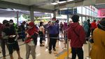 Suasana Antrean Rapid Test Antigen Di Stasiun Senen Siang Tadi