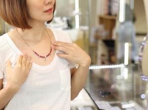 Biar Nggak Terlihat Lebay, Intip 5 Tips Mix & Match Perhiasan