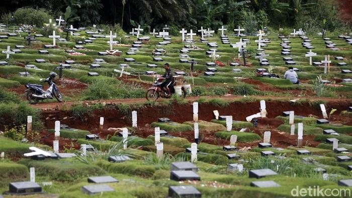 TPU Pondok Ranggon selama ini menyediakan lahan khusus untuk pemakaman jenazah terkait COVID-19. Kini lahan pemakaman di TPU tersebut kian penuh.