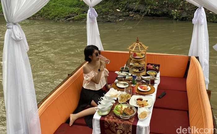 Rafting Brunch di Tengah Sungai Sungai Wos Bali