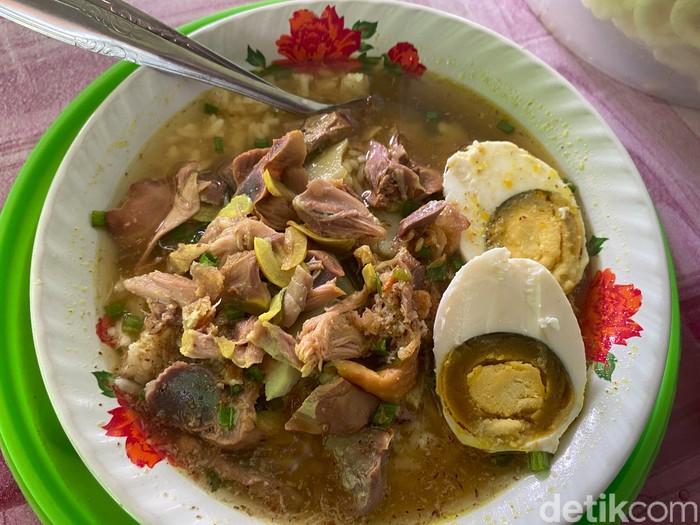 Cicip Soto Ayam Kampung Pak Hasyim di Banyuwangi