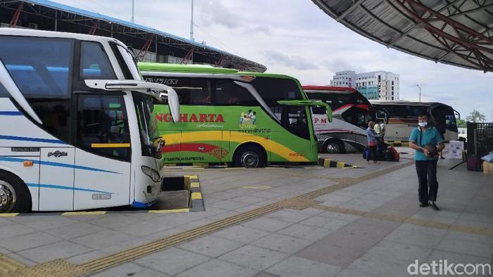 Suasana Terminal Pulogebang masih sepi empat hari jelang Natal 2020