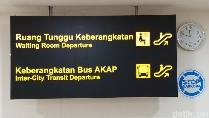 Terminal Pulogebang jelang libur Natal 2021