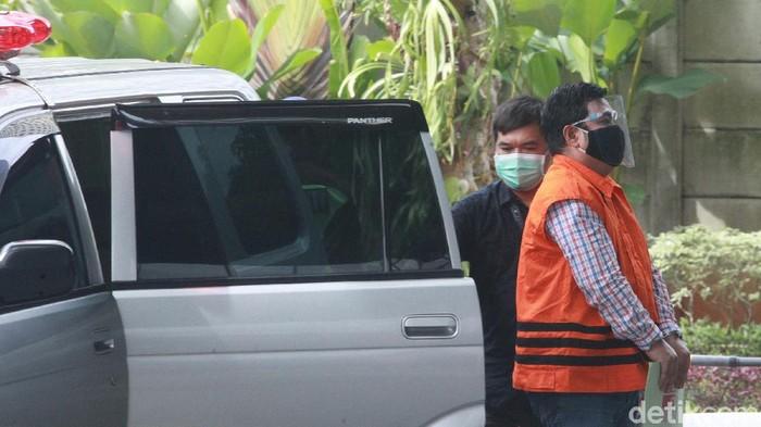 Tersangka penyuap mantan Mensos Juliari Batubara, Ardian IM tiba di gedung KPK, Jakarta, Senin (21/12/2020) untuk menjalani pemeriksaan.