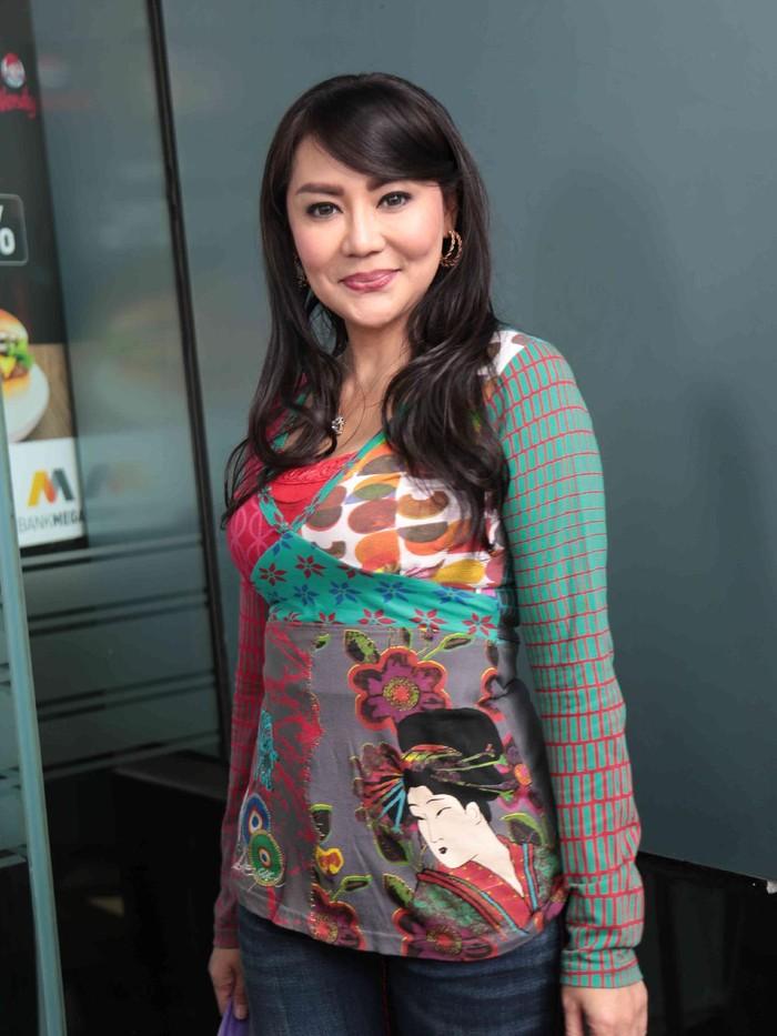 Tessa Kaunang mau rujuk nggak sih dengan Sandy Tumiwa?