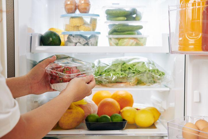 Tips Menyimpan Makanan di Kulkas Pakai Rak Kawat