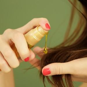 Rekomendasi 5 Hair Oil untuk Merawat Rambut Rusak karena Diwarnai