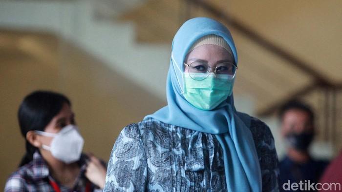 KPK memanggil istri Menteri Kelautan dan Perikanan (KKP) nonaktif Edhy Prabowo, Iis Rosyita Dewi, terkait kasus suap ekspor benih lobster atau benur.