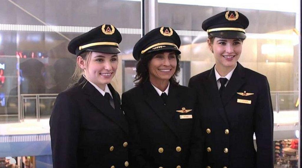 Keren, Potret Ibu dan 2 Anak Perempuannya yang Sama-sama Jadi Pilot