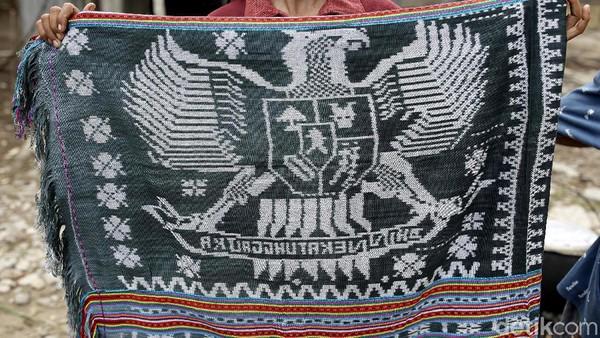 Beberapa tahun belakangan ini tenun motif Garuda kian populer dan menarik perhatian masyarakat.