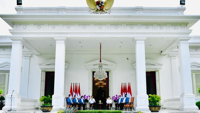 Presiden Joko Widodo (Jokowi) telah resmi mengenalkan 6 menteri barunya dalam reshuffle kabinet pertama Jokowi-Maruf untuk Kabinet Indonesia Maju.