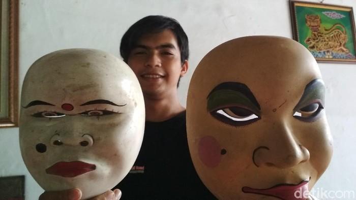 Nyo dan Mblep topeng legendaris khas Cirebon.