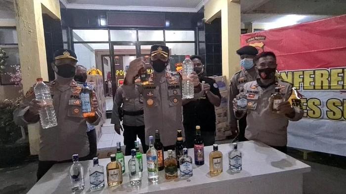 Polisi amankan 7.600 botol miras dari rumah mewah di Sukabumi