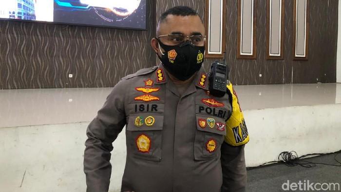 Presiden Jokowi siap menjadi orang pertama di Indonesia yang disuntik vaksin COVID-19. Kapolrestabes Surabaya Kombes Jhonny Edizon Isir juga siap menjadi orang pertama yang divaksin di Kota Pahlawan.