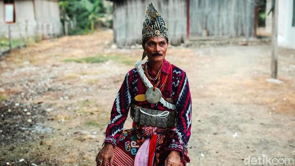 Raja Liurai Malaka ke-15 Dominicus Kloit Rey Seran cukup disegani di mata raja-raja sedunia. Dia menyimpan tongkat emas dari raja Portugal yang diincar dunia.