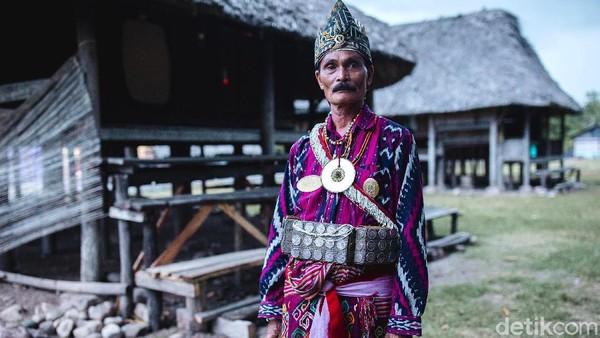 Malaka yang berada di kawasan perbatasan Indonesia-Timor Leste tak hanya kaya akan panorama alamnya yang mempesona. Ada kisah lain yang menarik itu ditelusuri yakni kisah tentang Raja Malaka yang menyimpan tongkat emas dari raja Portugal.