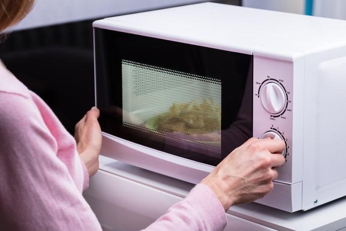 7 Makanan yang Tidak Boleh Dipanaskan dengan Microwave, Simak Yuk!