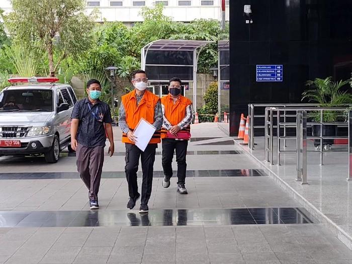 Bawa Dokumen, Juliari Batubara Jalani Pemeriksaan Perdana Kasus Suap Bansos